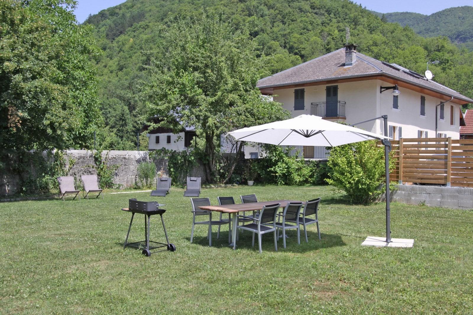 Entre lac et montagnes la maison entre lac et montagnes for Jardin 2 montagnes